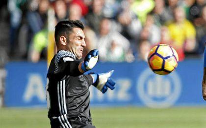 Adán realizó paradas de mérito contra Osasuna.