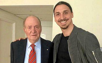 Ibrahimovic posa con el Rey Juan Carlos.