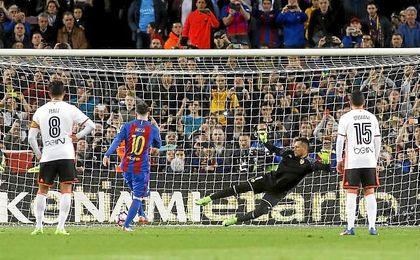 Messi se escapa en la lucha por el Pichichi