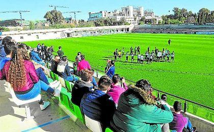 El club espera que la afición aproveche el guiño de Víctor y llene las gradas de Los Bermejales.