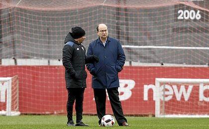 José Castro, en un entrenamiento con Sampaoli.