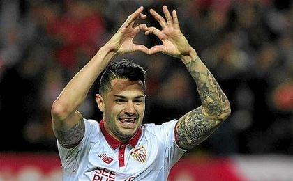 Vitolo celebra un gol con el Sevilla esta temporada.
