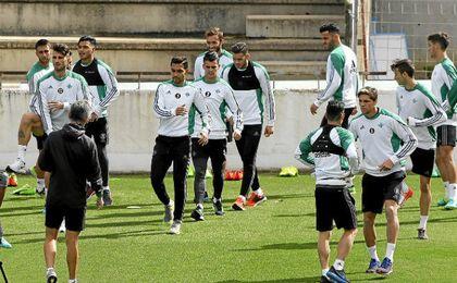 El Betis sigue preparando el partido contra el Espanyol.