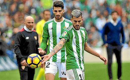 Piccini y Dani Ceballos, en el derbi ante el Sevilla.