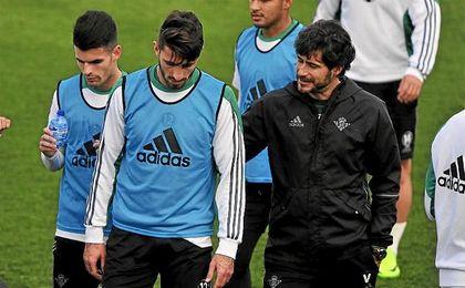 Piccini, en un entrenamiento junto a Víctor Sánchez del Amo.