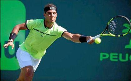 Nadal y Federer siguen firmes en Miami, donde Zverev eliminó a Wawrinka