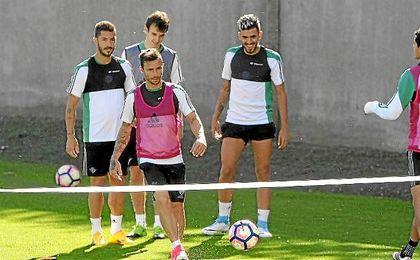 Dani Ceballos y Durmisi vuelven al grupo y entrenan con normalidad