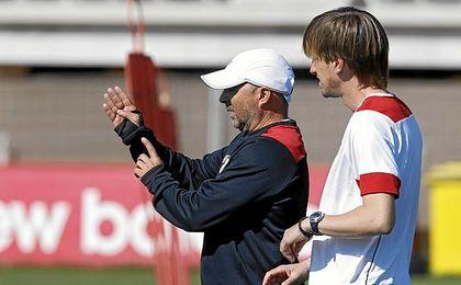 Jorge Sampaoli y Matías Manna, durante un entrenamiento.