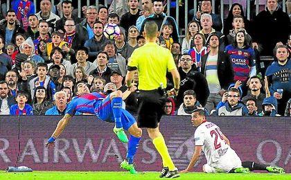 El Sevilla firmó en el Camp Nou su sexto encuentro consecutivo sin ganar.