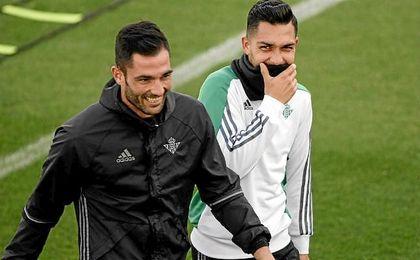 Petros, en un entrenamiento junto a Adán.