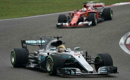 Hamilton se impuso en China por delante de Vettel