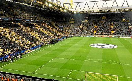 El Dortmund anuncia la suspensión del encuentro por explosión en autobús