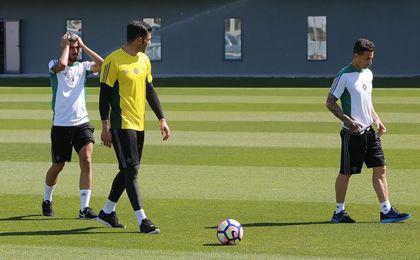 Por las botas y los guantes de estos tres jugadores pasan las opciones de resurrección del Betis.