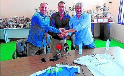 Luhay Hamido, presidente del Ceuta, junto a Juan Ramón y Nayim, hombre fuerte caballa.