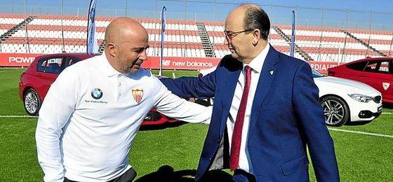 Sampaoli y Castro, en un acto del primer equipo en la ciudad deportiva.