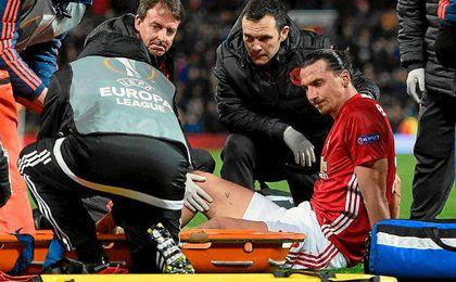 Ibrahimovic sufre una lesión grave de rodilla.