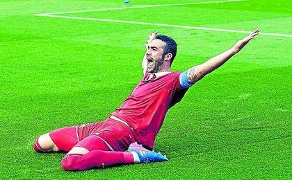 Iborra, con siete tantos, es el centrocampista nervionense más goleador, junto a Sarabia.