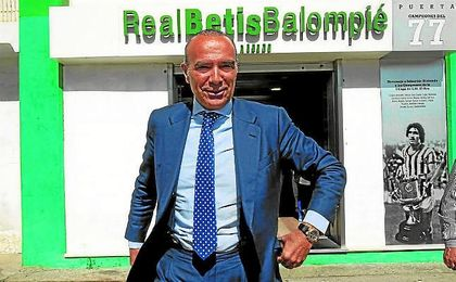 """Luis Oliver sigue defendiendo a Lopera, de quien dijo que """"no se ha llevado ni un céntimo"""" del Betis."""