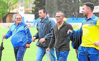 Cachola (segundo por la izquierda) no continuará en el Villafranco.