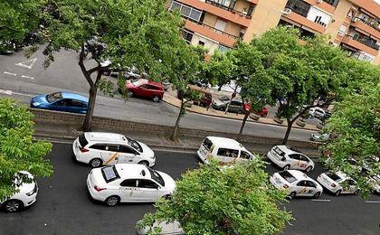 La huelga de taxis se hace notar en Sevilla