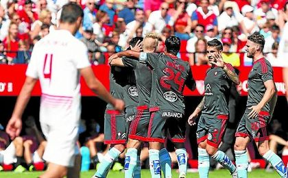 El Sevilla vio volar los tres puntos a Vigo en la visita del Celta el pasado curso, convirtiendo en estéril el gol de Llorente.