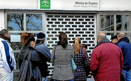 El paro baja en 47.900 personas en el primer trimestre