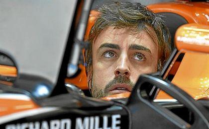 Fernando Alonso, en su monoplaza McLaren.