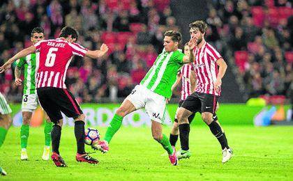 El conjunto verdiblanco volvió a caer en San Mamés después de dos victorias consecutivas.