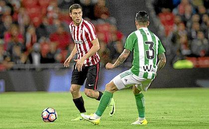 El bético Álex Martínez destacó en labores defensivos durante el encuentro de San Mamés.