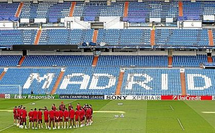 Imagen del entrenamiento del Atlético en el Santiago Bernabéu.