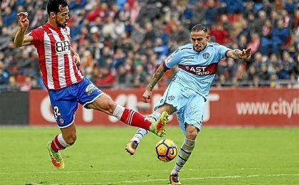 Imagen del partido entre el Girona y el Levante de la primera vuelta.