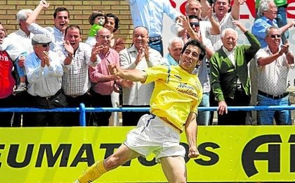 Antonio Salas Quinta ´Añete´ logró el definitivo 3-0 ante el Chiclana en la eliminatoria de ascenso de la 07/08.