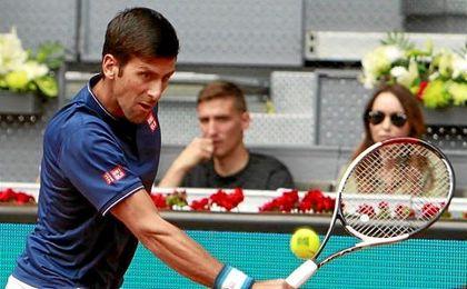 Djokovic pasa a semifinales sin jugar por la lesión de Nishikori