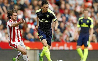 Özil marcó un gol en la victoria gunner.