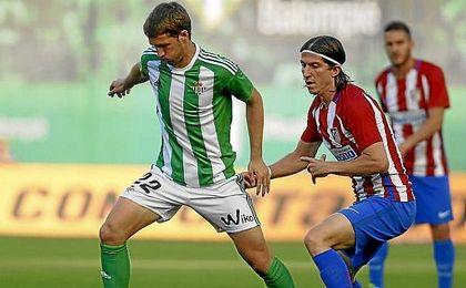 Brasanac y Filipe Luis, en el partido del Villamarín.