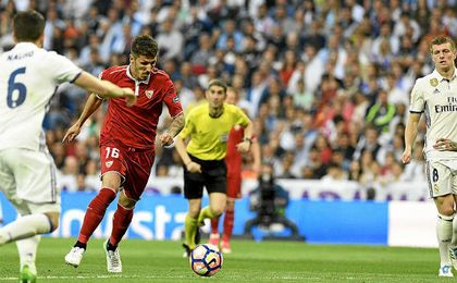Jovetic, en el momento del golpeo para su gol.