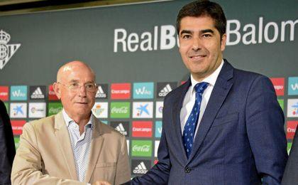 Serra Ferrer y Ángel Haro, antes de la presentación del primero.