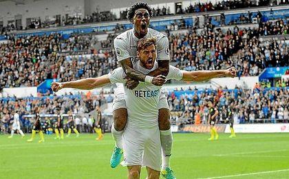 Llorente celebra uno de los 14 goles que ha hecho con el Swansea.