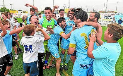 El Algabeño celebra su ascenso.