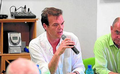 Rafael Salas, ayer en la Peña Bética Nazarena, donde acudió para explicar su proyecto.