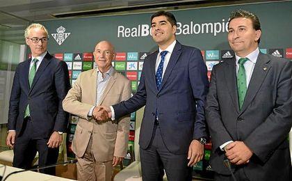 Torrecilla, junto a Serra, Haro y Catalán en la presentación del mallorquín.