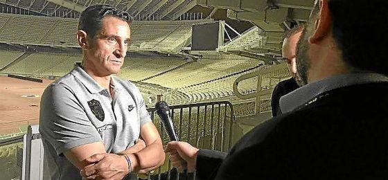 Manolo Jiménez, en una entrevista a los medios del AEK.
