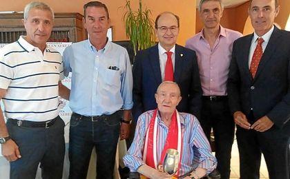 Pablo Blanco, Enrique Montero, José Castro, Antonio Álvarez y Rafa Paz, junto a Roberto Alés.
