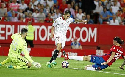 El canario, en el puede haber sido su último partido en el Sevilla.