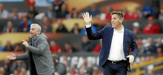A Berizzo, en Chile, se le espera el martes por Sevilla.