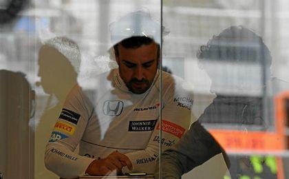 """Alonso: """"Mañana intentaremos acabar la carrera, ojalá en los diez primeros"""""""