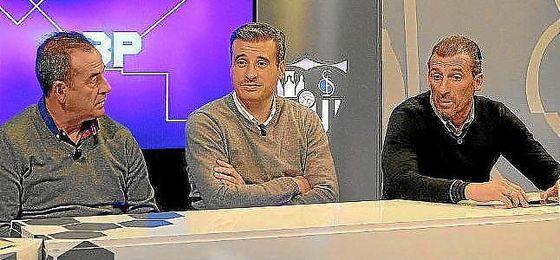 Miguel Ángel Gómez, entre Ramón Vázquez y Óscar Arias.