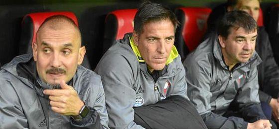 Berizzo, junto a Pablo Fernández (preparador físico) y Eduardo Marcucci (primer ayudante).