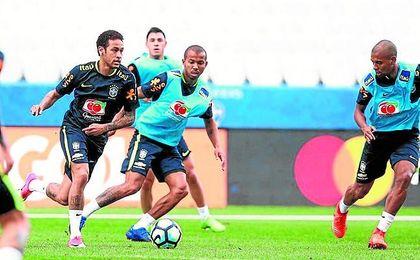El sevillista Mariano Ferreira, entrenándose con la selección brasileña.