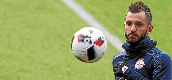 Çolak, en un entrenamiento con el Deportivo.